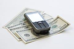 Mobiltelefon u. Geld Lizenzfreies Stockbild