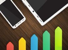 Mobiltelefon und Tablette mit bunten Aufklebern Stockbild