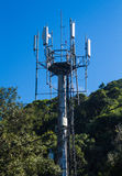 Mobiltelefonantenntorn Arkivbild