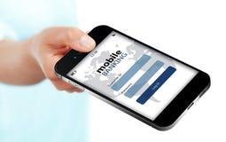 Mobiltelefonen med den mobila bankrörelseinloggningssidan holded vid handisolator Arkivfoton