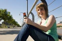 mobiltelefonflicka royaltyfri bild