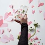 Mobiltelefonfoto i dag för valentin` s Arkivfoto