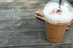 Moca helada del café en la madera de la tabla Fotos de archivo libres de regalías