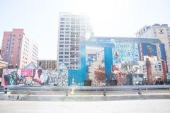 MOCA-museum av samtida konst med målningar och panelljuset, Los Angeles, Kalifornien, USA royaltyfri foto