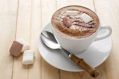 Mocha quente com marshmallow Imagens de Stock