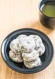 mochi de thé vert avec le haricot rouge image stock