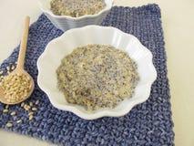 Mochi risgrynsgröt med vallmofrön Arkivbild