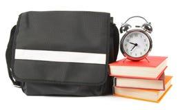 Mochila, libros y despertador de la escuela Imagen de archivo libre de regalías