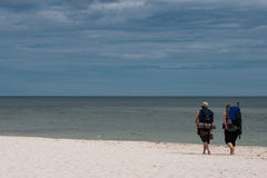 Mochileiro na praia Fotografia de Stock