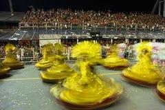 Mocidade Alegre - Carnaval dansare São Paulo, Brasilien 2015 Arkivbild