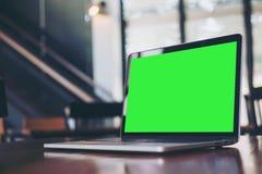 Mock up laptop on desk Royalty Free Stock Photography