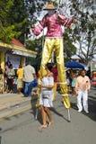 Mocko Jumbie en St Croix Food Festival Imagen de archivo