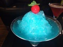 Mocktail blu di schiacciamento fotografie stock