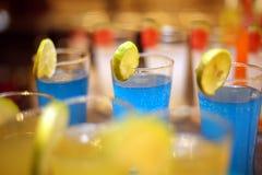 Mocktail ed i frullati è popolari con la gente che ama sano e deve rinfrescare fotografia stock