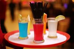 Mocktail ed i frullati è popolari con la gente che ama sano e deve rinfrescare immagini stock libere da diritti