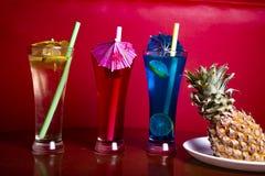 Mocktail i perfekt r?d bakgrund med enorm f?rg fotografering för bildbyråer