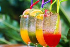 Mocktail i smoothies jesteśmy popularnym napojem ludzie miłości świeżość i zdrowie obraz stock