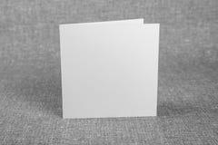 Mockup biała broszura na szarym tle zdjęcia royalty free