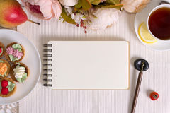Mockup photography with flowers, notebook and pen Royalty Free Stock Photography