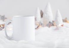 Mockup Projektował Akcyjnego produktu wizerunek, biały kubek że ty możesz dodawać twój obyczajowego projekt, wycena/ Obrazy Royalty Free