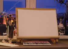 Mocup-Künstlergestell-Skizzenbild stockbild