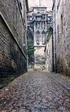 Moczę brukował ulicę w starym miasteczku Obrazy Royalty Free
