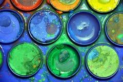 Moczę używał kolorową paletę, artysty ` s jaskrawa kolorowa paleta, zakończenie up Fotografia Royalty Free