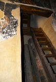 Moczy schody dla drugiego piętra i zwęża się Obrazy Stock