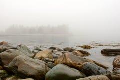 Moczy skały przy zatoką Zdjęcie Royalty Free