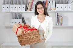 Modèle économique avec des cadeaux Photo libre de droits