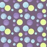 Mod?le abstrait avec les cercles color?s et fond violet pour le papier peint ? la mode de conception, textile, carte illustration libre de droits
