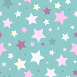 Modèle abstrait sans couture avec des étoiles de taille et de couleur différentes sur le fond bleu Image libre de droits