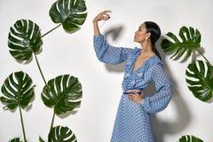 Modèle asiatique dans le studio Photographie stock libre de droits
