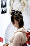 Modèle avec des épingles à cheveux Image libre de droits