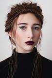 Modèle avec des lèvres de cerise Image libre de droits