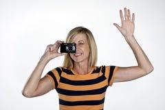 Modèle avec l'appareil-photo de point et de pousse images libres de droits