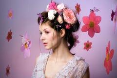 Modèle avec la conception florale rose Photos libres de droits