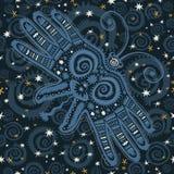 Modèle avec le papillon et le ciel foncé avec des étoiles Photographie stock libre de droits