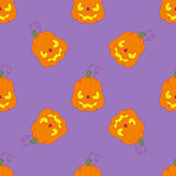 Modèle avec le potiron mauvais sur le fond pourpre pour Halloween Photographie stock