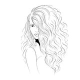 Modèle avec les cheveux courbés par volume Image stock