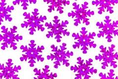 Modèle avec les flocons de neige violets décoratifs sur un fond blanc Image stock