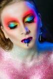 Modèle avec un maquillage d'imagination image stock