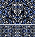 Modèle blanc bleu sans couture sur le fond noir. Photo libre de droits