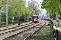 modèle blanc rouge 71-154LVC-2009 de tram de ville à Volgograd Images libres de droits