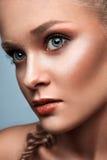 Modèle blond commercial de mode Photos stock