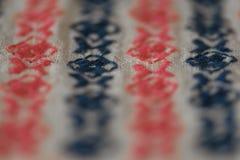 Modèle brodé sur le tissu de coton Images libres de droits
