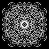 Modèle celtique, ornement en osier de vecteur, main dessinant l'élément décoratif Armure en osier blanche sur un fond noir pour Photos libres de droits