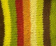 Modèle coloré aïe chaussettes fabriquées à la main d'une laine Habillement naturel Photographie stock libre de droits