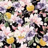 Modèle coloré d'aquarelle avec des fleurs de lavande, de magnolia, d'anémones, et de fruits oranges Photo libre de droits