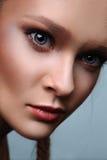 Modèle commercial de beauté de mode avec de grands yeux Images libres de droits